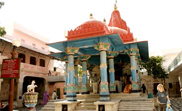 pushkar lake, pushkar temple , pushkar india hotels ,pushkar mela, Savitri Temple in Pushkar, Brahma Temple pushkar,delhi to pushkar bus