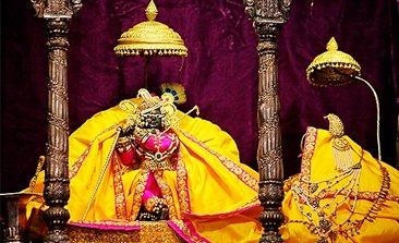vrindavan tourism,Banke Bihari Mandir, hotels near banke bihari temple, iskcon temple vrindavan, vrindavan temple list, delhi to vrindavan bus service volvo