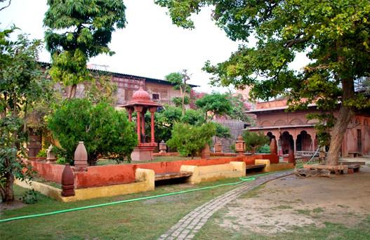 vrinda kunja, vrindavan temple,mathura vrindavan tour, vrindavan tourism, sehgal transport
