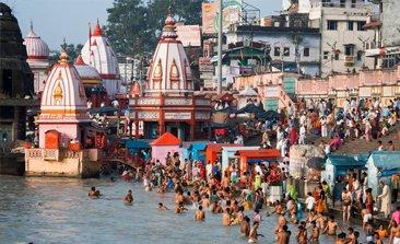 Brahma Kund at Haridwar, char dham yatra, char dham yatra package, char dham yatra package cost, chardham tour packages, luxury bus service in delhi, Kempty Fall, Kashi Vishwanath temple, Alaknanda in Devprayag
