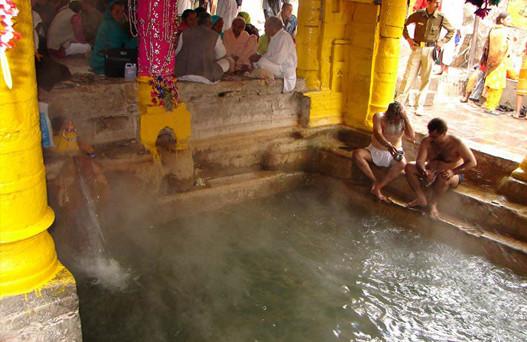 Brahma Kund at Haridwar, char dham yatra, char dham yatra package, char dham yatra package cost, chardham tour packages, luxury bus service in delhi, Kempty Fall, Kashi Vishwanath temple, Alaknanda in Devprayag, volvo bus booking, bus hire in delhi, bus on rent, delhi to badrinath volvo
